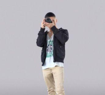 拍照的男孩
